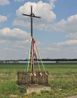 Krzyż przydrożny metalowy. Bukówno, gmina Radzanów, powiat białobrzeski.