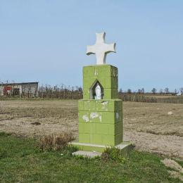 Przydrożna kapliczka murowana z wnęką mieszczącą frigurę św. Maryi. Falęcice, gmina Promna, powiat białobrzeski.
