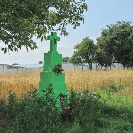 Przydrożny krzyż kamienny. Grotki, gmina Radzanów, powiat białobrzeski.