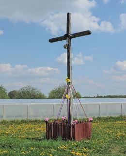 Krzyż przydrożny metalowy. Kadłubska Wola, gmina Radzanów, powiat białobrzeski.