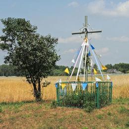 Krzyż przydrożny w polu między Młodynie Dolne and Maksymilianów. Wola Młodyńska, gmina Radzanów, powiat białobrzeski.