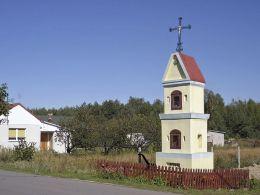 Przydrożna kapliczka z 1918 r. Lipinki, gmina Grabów nad Pilicą, powiat kozienicki.