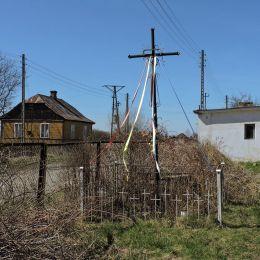Krzyż przydrożny metalowy. Sieciechów, powiat kozienicki.