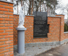 Przydrożna figura Matki Boskiej przy ulicy Jagiellońskiej. Legionowo, powiat legionowski.