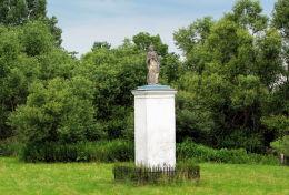 Przydrożna kapliczka z figurą św. Jana Nepomucena. Gostkowo, gmina Szulborze Wielkie, powiat ostrowski.