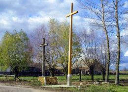 Przydrożny krzyż. Rząśnik Lubotyński, gmina Stary Lubotyń, powiat ostrowski.