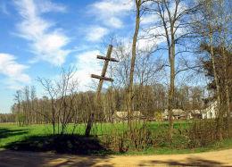 Karawaka, krzyż choleryczny postawiony w czasie II wojny światowej podczas epidemii tyfusu. Sumiężne, gmina Małkinia Górna, powiat ostrowski.