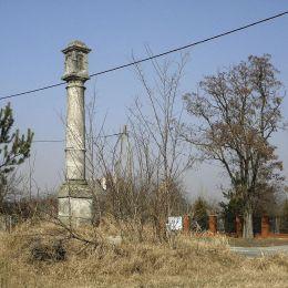 Przydrożna kapliczka kolumnowa. Skrzynno, gmina Wieniawa, powiat przysuski.