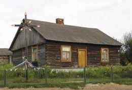 Drewniany krzyż przydrożny. Zychorzyn, gmina Rusinów, powiat przysuski.