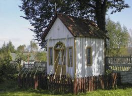 Kapliczka na skrzyżowaniu dróg. Długa Brzezina, gmina Przysucha, powiat przysuski.