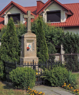 Krzyż przydrożny z kapliczką przy ul.Zielonej. Radom, Kaptur, Radom.