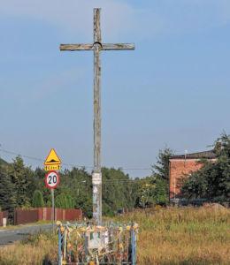 Krzyż przydrożny stojący u zbiegu ulic Nowa Wola Gołębiowska i Potkańskiego. Radom, Nowa Wola Gołębiowska, Radom.