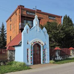 Przydrożna kapliczka domkowa murowana. Bukowiec, gmina Kowala, powiat radomski.