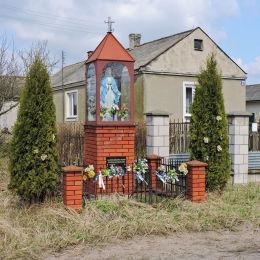 Przydrożna kapliczka. Franciszków, gmina Wolanów, powiat radomski.