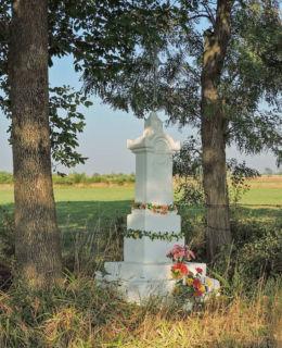 Krzyż przy drodze do Wierzbicy. Rzeczków, gmina Wierzbica, powiat radomski.
