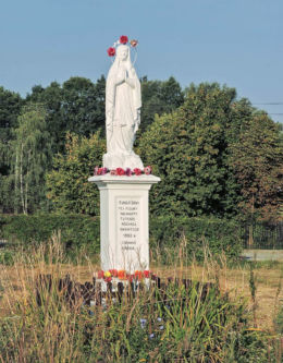 Przydrożna figura św. Maryi z 1902 r. Fundatorki - niewiasty tutejsze różańca świętego. Rzeczków, gmina Wierzbica, powiat radomski.