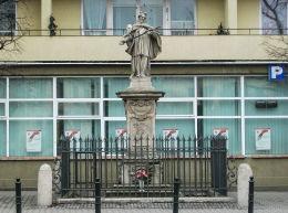 Figura św. Jana Nepomucena z XVIII w. przy ulicy Senatorskiej Warszawa, Śródmieście.