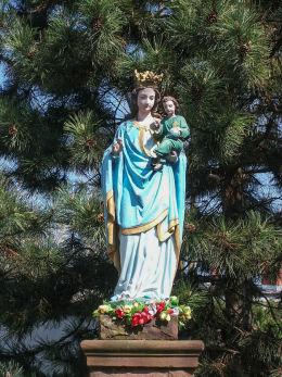 Przydrożna kapliczka, figura Matki Boskiej przy ulicy Dembińskiego. Warszawa, Żoliborz.