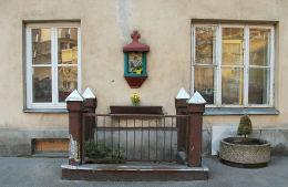 Kapliczka podwórkowa przy kamienicy przy ulicy Koszykowej 49a Warszawa, Śródmieście.