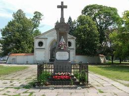 Przydrożna kapliczka Matki Boskiej na Placu Bernardyńskim. Warszawa, Wilanów.