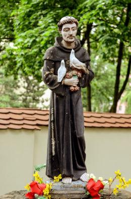 Kapliczka św. Franciszka przy kościele św. Marii Magdaleny. Warszawa, Bielany, Warszawa.