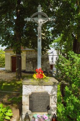 Przydrożna kapliczka z 1860 roku stojąca obok kościoła  Matki Bożej Królowej Polski. Warszawa, Żoliborz, Warszawa.