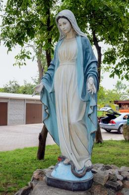 Figura Matki Boskiej przy kościele Św. Marii Magdaleny. Warszawa, Bielany, Warszawa.
