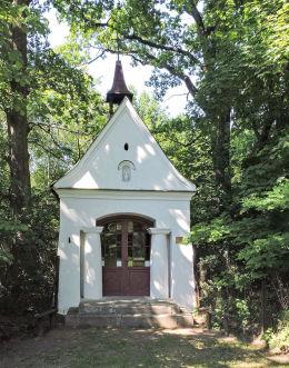 Kapliczka przydrożna domkowa murowana. Granica, gmina Kampinos, powiat warszawski zachodni.