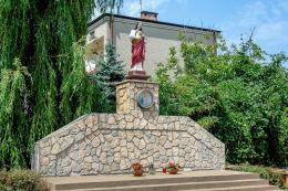 Przydrożna kapliczka przy Al. Piłsudskiego, róg Bandurskiego Marki, powiat wołomiński.