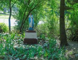 Figura Matki Boskiej przy kościele św. Izydora. Marki, powiat wołomiński.
