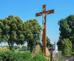 Krzyż drewniany z kapliczką. Pawłowiczki, pow. kędzierzyńsko-kozielski.