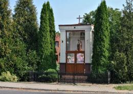 Klasycystyczna kapliczka przydrożna. Ligota Wołczyńska, gmina Wołczyn, powiat kluczborski.