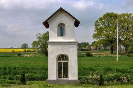 Kapliczka św. Jana Nepomucena. Wierzchy, gmina Wołczyn, powiat kluczborski.