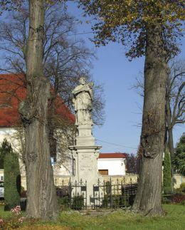 Figura św. Jana Nepomucena. Kamien Śląski, gmina Gogolin, powiat krapkowicki.