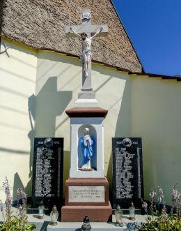 Krzyż z kapliczką – pomnik poległych w latach 1914-1918 i 1939-1945. Łowkowice, gmina Strzeleczki, powiat krapkowicki.