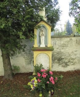 Przydrożna kapliczka. Rogów Opolski, gmina Krapkowice, powiat krapkowicki.