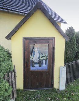 Kapliczka przydrożna domkowa. Gogolin, powiat krapkowicki.