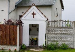 Kapliczka przydrożna domkowa murowana. Kałków, Gmina Otmuchów, powiat nyski.