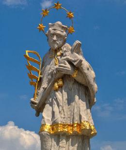 Figura św. Jana Nepomucena. Olesno, powiat oleski.