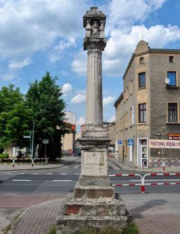 Kolumna morowa z XVII w., na Wielkim Przedmieściu. Olesno, powiat oleski.