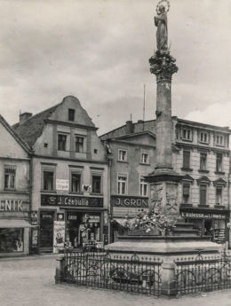 Kolumna maryjna na rynku, lata 1920-1930. Olesno, powiat oleski.
