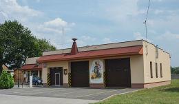 Wizerunek św. Floriana na budynku Ochotniczej Straży Pożarnej. Kolonowskie, powiat strzelecki.