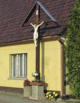 Przydrożny krzyż drewniany. Wysoka, gmina Leśnica, powiat strzelecki.
