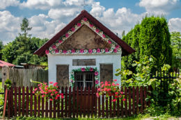 Drewnianak kapliczka przydrożna domkowa. Wola Żarczycka, gmina Nowa Sarzyna, powiat leżajski.