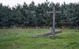 Przydrożny krzyż drewniany. Borek, gmina Hajnówka, Hajnówka County.