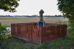 Przydrożny krzyż kamienny. Borek, gmina Hajnówka, Hajnówka County.
