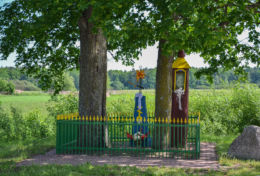Prawosławna kapliczka przydrożna. Chrabostówka, gmina Narew, Hajnówka County.