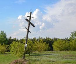 Prawosławny krzyż przydrożny. Czechy Orlańskie, gmina Dubicze Cerkiewne, Hajnówka County.