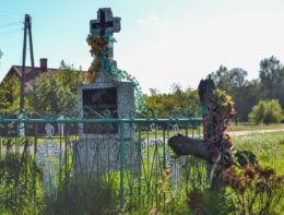 Prawosławna kapliczka przydrożna. Dubicze Cerkiewne, Hajnówka County.
