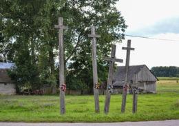 Przydrożny krzyż drewniany. Dubicze Osoczn, Hajnówka County.